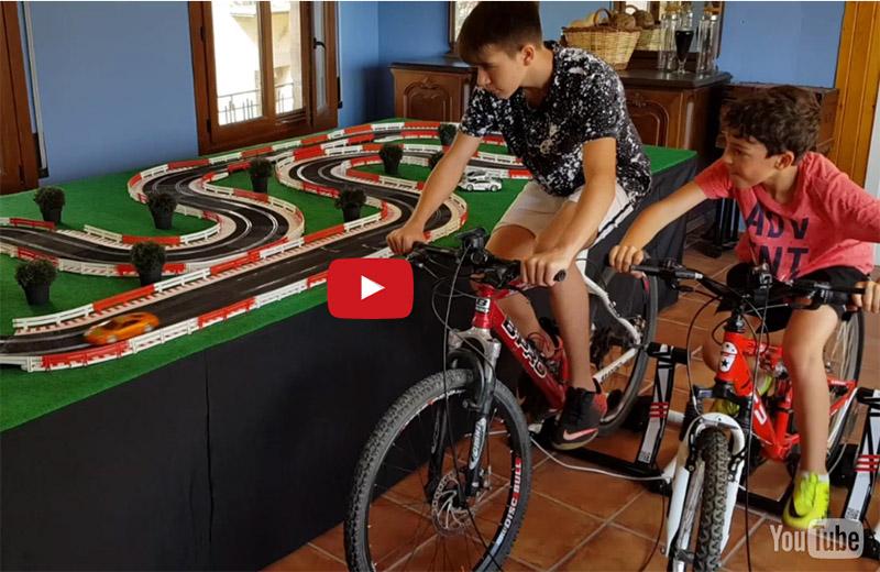 Alquiler de circuito scalextric propulsado por bicicletas para eventos
